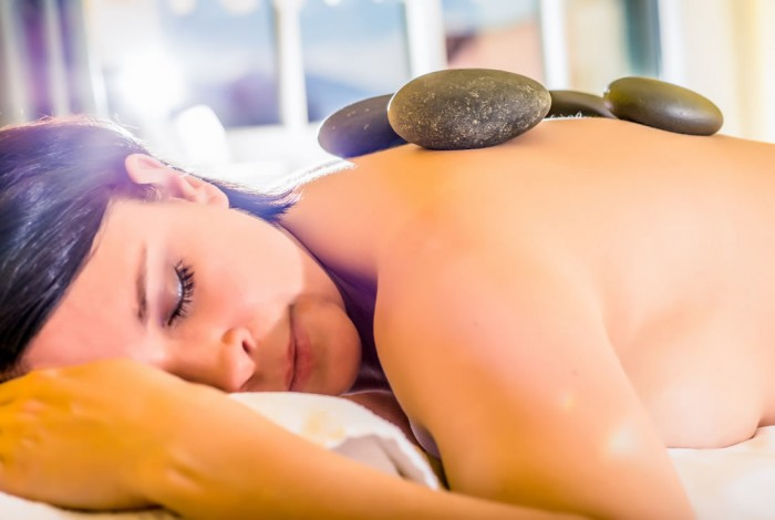 Hot Stone Massage in der Therme © Gasteinertal Tourismus